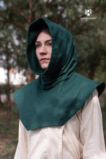 The green tube gugel noah can be worn as a hood or a scarf.