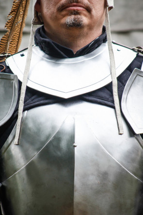 Gorget Rouven